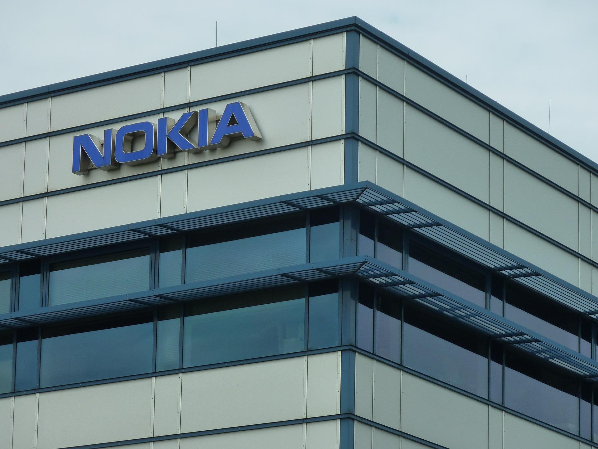Nokia Logo auf Gebäude.