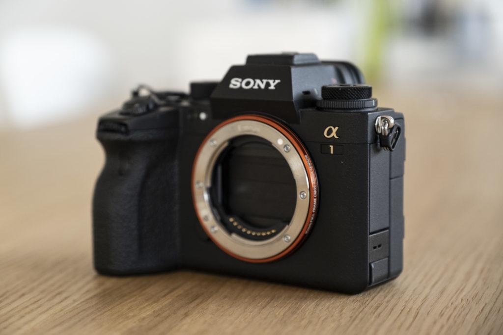 Test Sony Alpha 1: Verschluss ist geschützt, wenn man das Objektiv wechselt.