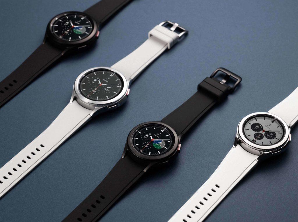 Samsung Galaxy Watch4 Classic in Schwarz und Weiss.