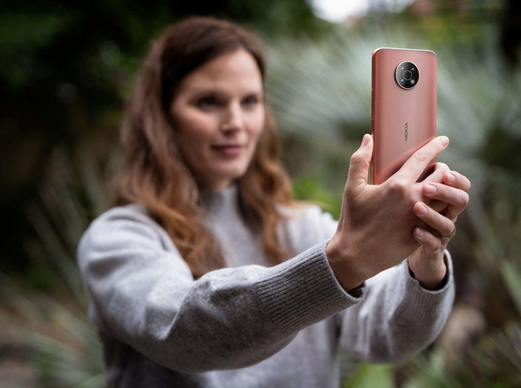 Das Nokia G50 in der Farbe Midnight Sun.