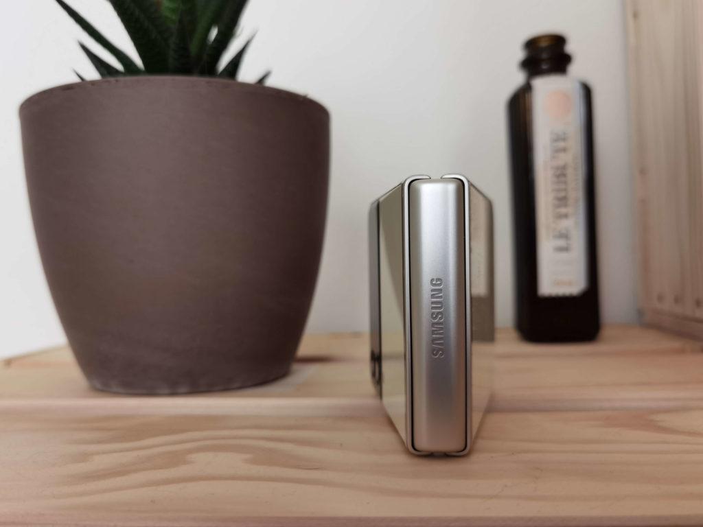 Samsung Galaxy Z Flip 3 Test: Stabilität des Scharniers.